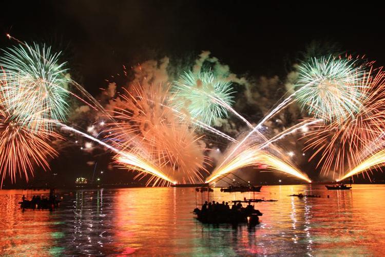 【天橋立イベント情報】8月16日は「宮津燈籠流し花火大会」